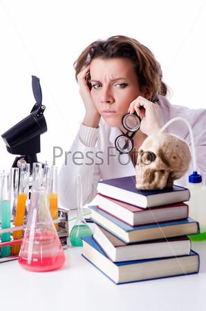 Фотография на тему Сумасшедшая женщина-химик в лаборатории