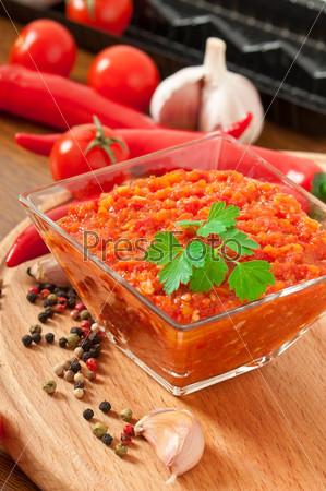 Ингредиенты для соуса и красный острый перец