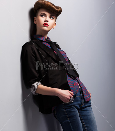 Фотография на тему Модная тенденция. Независимая женщина в стиле пин-ап. Элегантность