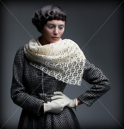 Аристократка. Стильная женщина в модной осенней верхней одеждеосень мечтает.  Элегантность