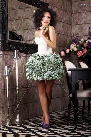 Фотография на тему Роскошь. Стильная брюнетка в модном платье. Современный интерьер