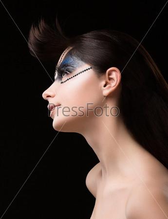 Фотография на тему От кутюр. Футуристическая брюнетка с металлическими стразами. Фантастический необычный макияж