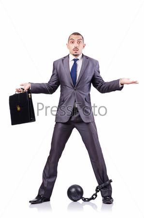 Бизнесмен с кандалами на белом фоне