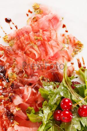 Фотография на тему Ветчина прошутто с салатом