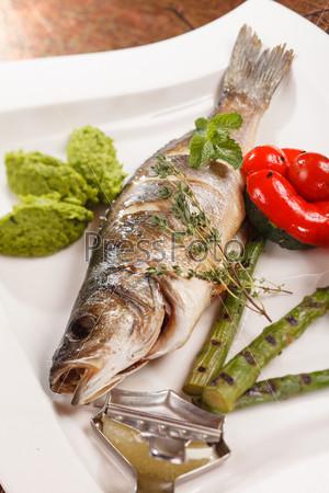 Жареная рыба с спаржей