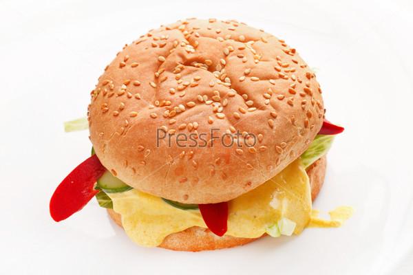 Фотография на тему Чизбургер на белом фоне