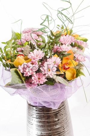 Букет из разноцветных цветов
