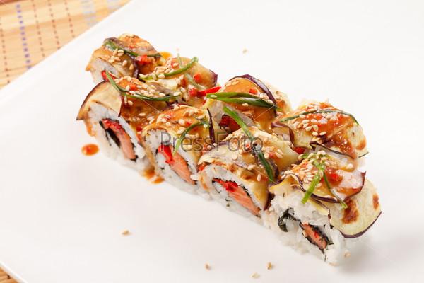 Суши с баклажанами и лососем