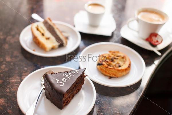 Фотография на тему Кофе с пирожным