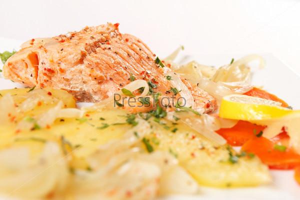 Фотография на тему Филе лосося с картофелем