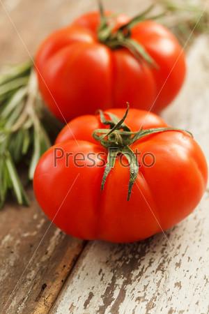 Свежие томаты