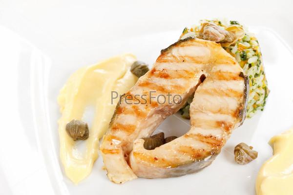 Рыбный стейк с рисом