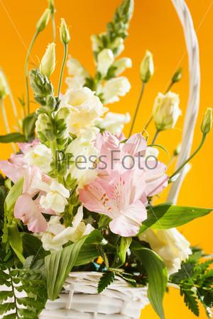 Фотография на тему Цветы в корзине