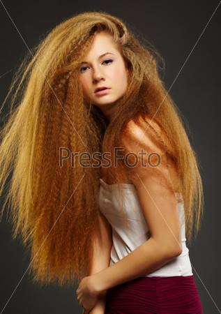 Фотография на тему Красивая кудрявая рыжеволосая женщина