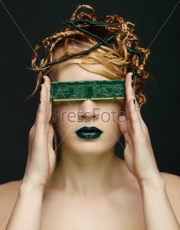 Фотография на тему Красивая молодая женщина