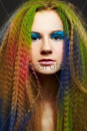 Фотография на тему Женщина с длинными кудрявыми рыжими волосами
