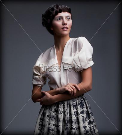 Фотография на тему Ностальгия. Изысканная женщина в одежде в стиле ретро с заплетеными волосами