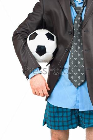 Бизнесмен в нижнем белье с футбольным мячом
