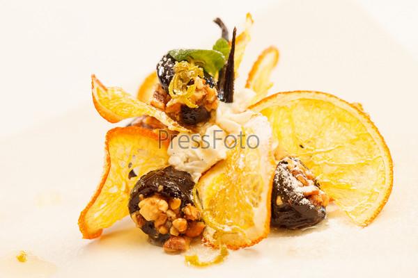 Фотография на тему Десерт с черносливом и апельсином