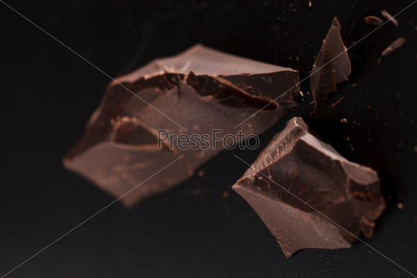 Фотография на тему Шоколад на черном фоне