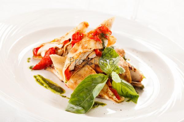 Фотография на тему Блинчики с курицей и овощами