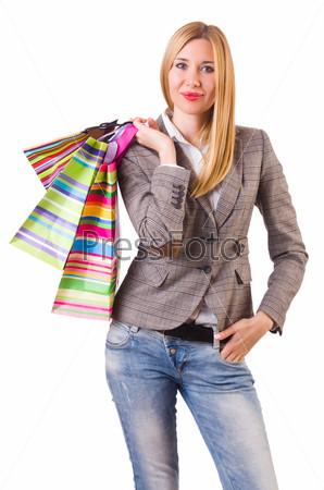 Молодая женщина с сумками после шопинга