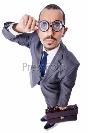 Смешной бизнесмен в очках на белом фоне