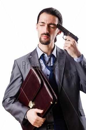 Бизнесмен совершает самоубийство, изолированный на белом фоне