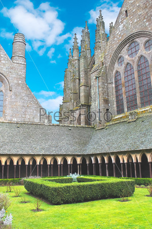 Фотография на тему Монастыркий сад в аббатстве Мон Сен-Мишель. Нормандия, Франция
