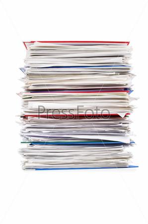 Кипа документов, изолированная на белом фоне