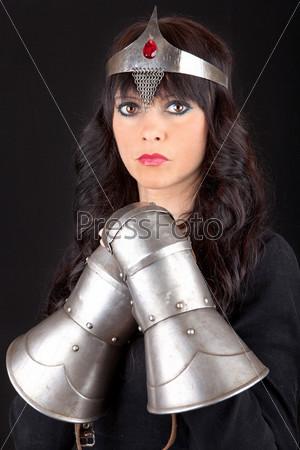 Принцесса с металлическими перчатками
