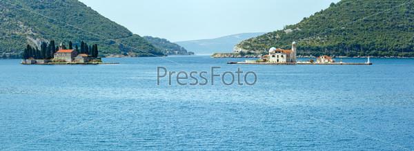Два островка у побережья Пераст в заливе Котор, Черногория