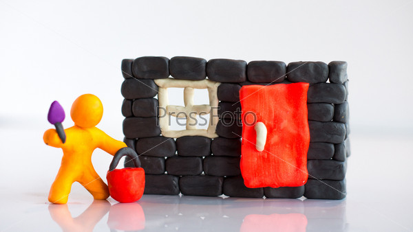 Пластилиновый человек строит