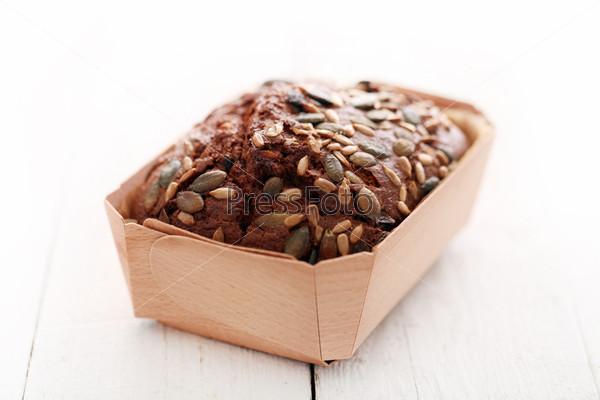 Фотография на тему Домашний хлеб с зернами в коробке