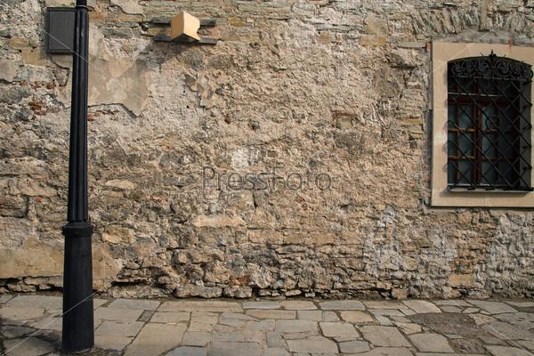 Старая каменная стена с окном