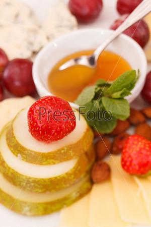 Фотография на тему Сыр и фрукты для закуски