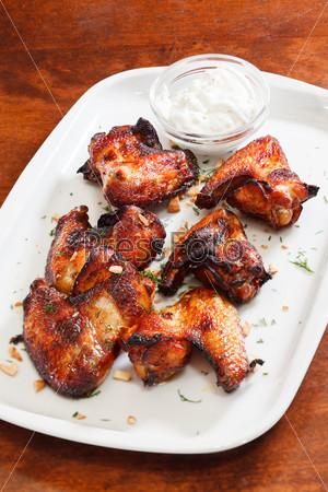 Куриные крылышки с соусом