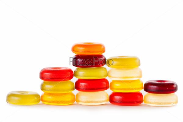 Фотография на тему Яркие конфеты, изолированные на белом фоне