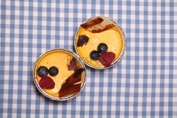 Десерт в форме из фольги крупным планом