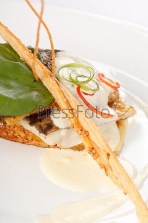 Филе карпа на обжаренном картофеле