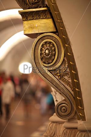 Фотография на тему Декоративный элемент пилястра в метро,  Санкт-Петербург
