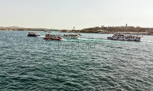 Фотография на тему Корабли в заливе Золотой Рог, Стамбул