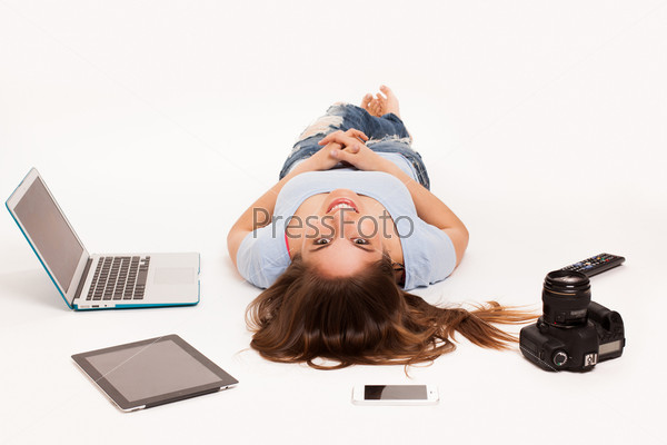 Девушка с электронными устройствами