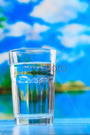 Фотография на тему Стакан воды на пляже