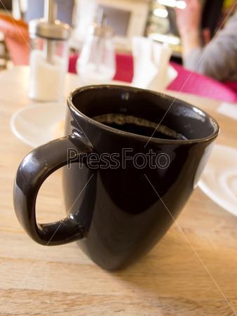 Кофе в кафе с людьми