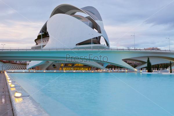 Валенсия, Испания. Архитектурный комплекс города искусств и наук, разработан Сантьяго Калатравы