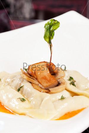 Фотография на тему Пельмени с грибами
