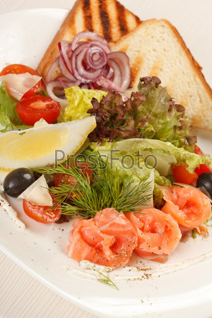 Вкусная закуска с лососем