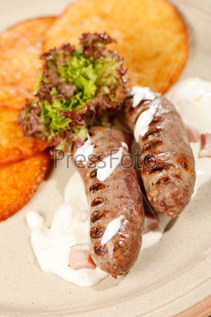 Картофельные блинчики с сосисками