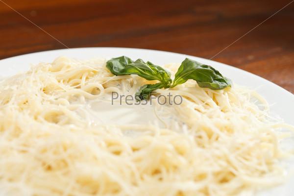 Макароны с соусом